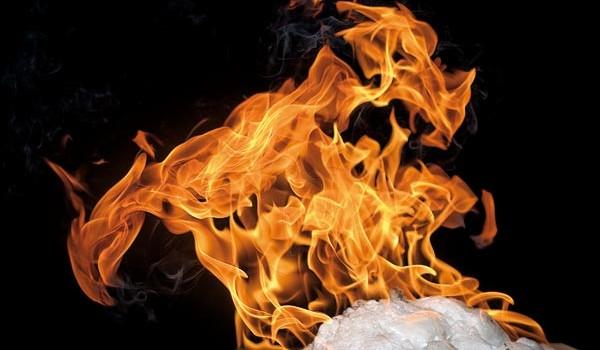 Metanhydrater er en type is som inneholder fanget metan. Forskere har fått mer innsikt i hvordan dette uvanlige stoffet reagerer på ytre belastning. Foto: Geir Mogen