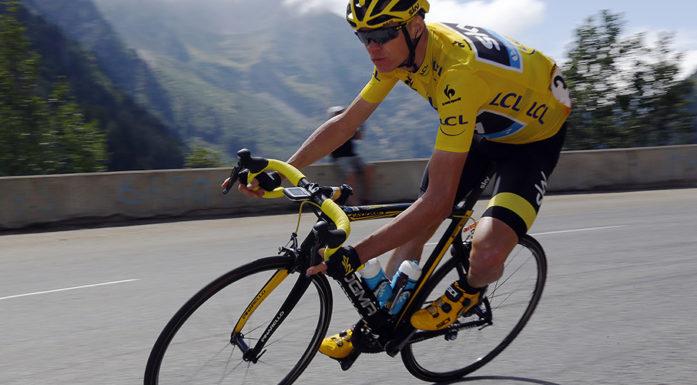 Team Sky-rytter Chris Froome beholdt den gule ledertrøya helt til mål i årets Tour de France. Her suser han avgårde på etappen Modane til Alpe d'Huez. Foto: Stefano Rellandini/ REUTERS