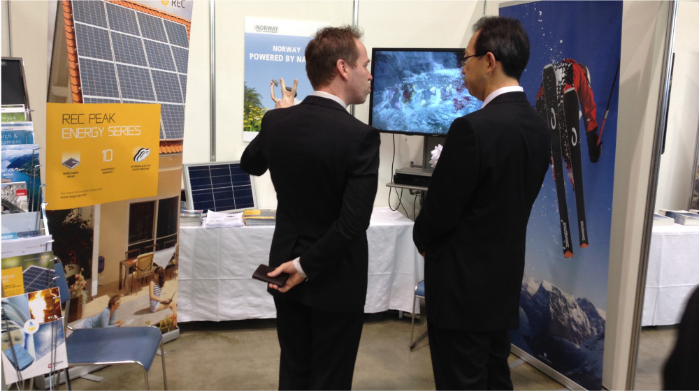 Mr. Masao Uchibori, Governor of Fukushima, and Dr. Svein Grandum, in front of the Norwegian booth at the Renewable Energy Industrial Fair in Fukushima, Japan in 2014. Photo: NorAlumniJapan