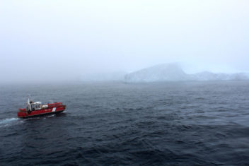 Foggy conditions make it difficult to see drifting icebergs, and then it's helpful if a drone has GPS tagged them. Photo: Leif Andersson / The Offshore Newfoundland Research Expedition 2015