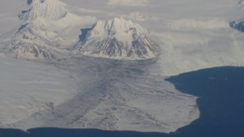 More than half of Svalbard is covered in glaciers. Photo: Nancy Bazilchuk, NTNU