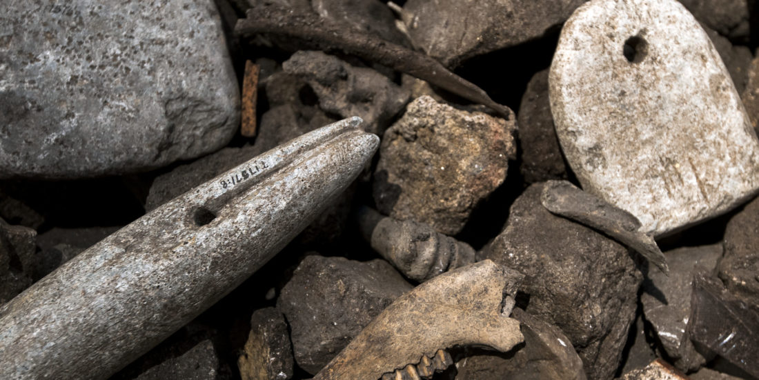 Some of the best archaeological finds come from rubbish heaps. Throughout mid-Norway, these rubbish heaps often contain cracked stones that have been used to brew beer. Photo: Åge Hojem