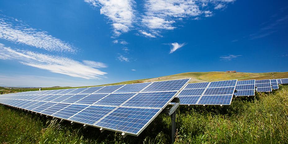 I ein heilt ny metode i produksjon av solceller, brukas mindre energi, billegare råvarer og urein silisum. Foto: Thinkstock