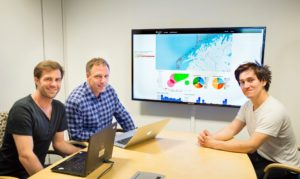 In a room at SINTEF Fisheries and Aquaculture at Brattøra in Trondheim, Ståle Walderhaug, Peter Pharo and are concentrating on a screen in front of them displaying maps, colourful graphs and columns of numbers. Photo: Thor Nielsen.
