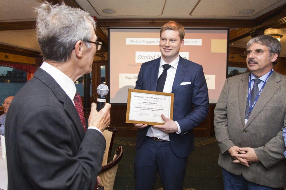 The Prigogine Prize is awarded by the European Centre for Advanced Studies in Thermodynamics. From left, Daniel Tondeur, Øivind Wilhelmsen and Karl Heinz Hoffmann.