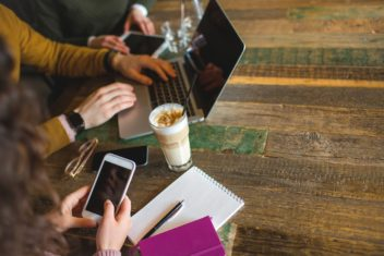 It's a growing trend for more people to bring their work to coffee shops. Photo: Thinkstock