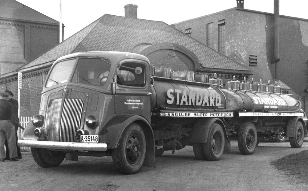 Tanker with trailer at Vallø oil refinery