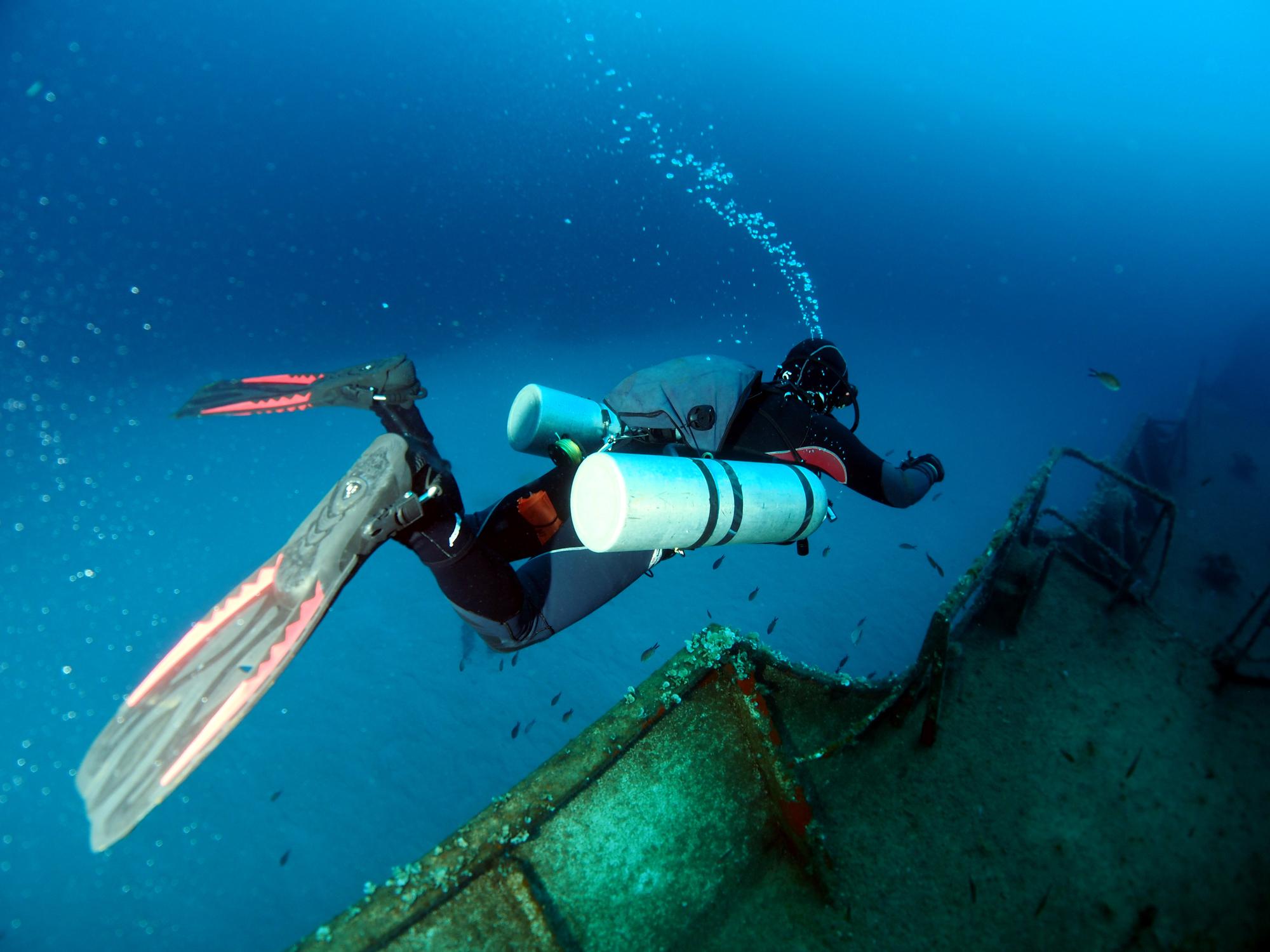 Sidemount,Diver,Exploring,The,Um,El,Faroud,Wreck,,Wied,Iz-zurrieq,